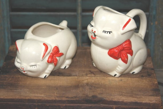 Shawnee Pig Creamer And Sugar Bowl 1950s Great Condition Red