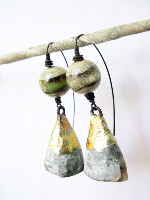 Illusions. Cosmic Rustic earrings with lampwork and druzy geodes.