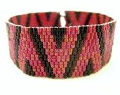Peyote Bracelet / Heart Bracelet / Beaded Bracelet and Black and Red / Seed Bead Bracelet / Romantic Bracelet / Beadwoven Bracelet /
