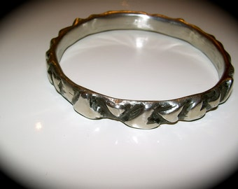 Hearts bangle in pewter