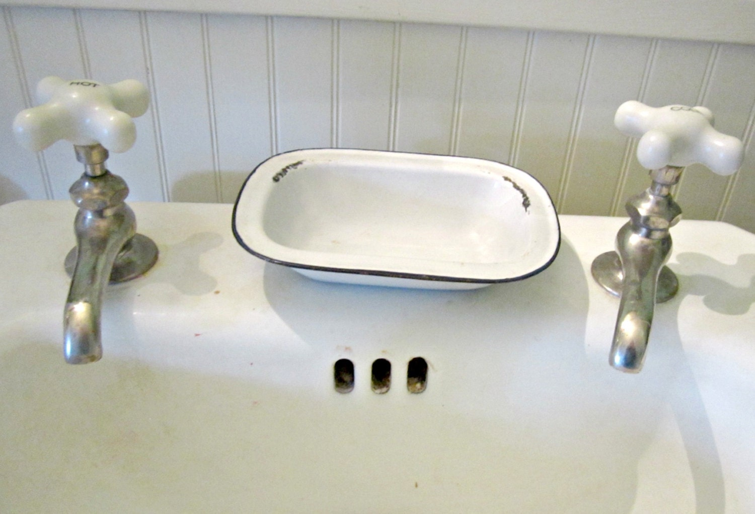 Antique White Enamel Soap Dish Bathroom Or Kitchen Home Decor