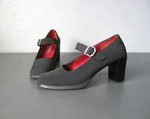 SALE / vintage '90s black MARY JANE heels. size 5.5.