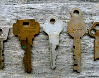 5 Vintage and Antique Wartime Keys N087