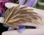 Free Ship ~ Dynamic UNSIGNED TRIFARI  Light Gold Tone Dimensional FRONDS Brooch