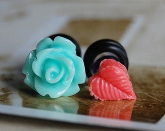 4g (5mm) Blue Flower and Leaf Plugs-for stretched ears