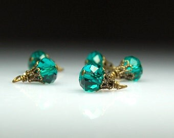 Vintage Style Bead Dangles Green Glass Set of Five G34