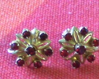 1 pair Vintage Ruby look Red rhnestone prong set ....screw back  earrings