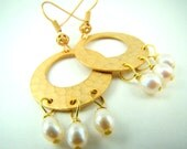 Gold disc earrings, freshwater pearl dangle earrings, hammered gold discs