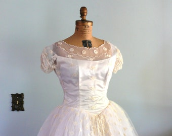 vintage 1950s Dress  // Wedding Gown // Lace Full Skirt // Princess Cut