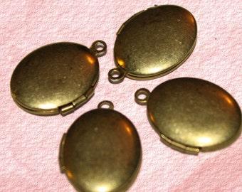 Vintage Medium Plain Oval Locket (6)
