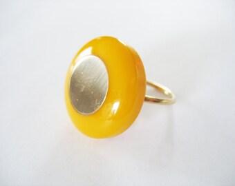 Bakelite Ring Modernist Butterscotch Adjustable Goldtone Circle