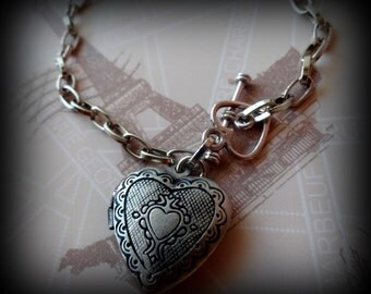 Memories Petite Heart Locket Bracelet. (Antique Silver Tone Locket)