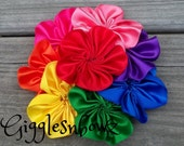 Single AMAZiNG Satin CLuSTeR Flower- CLaSSiC RAiNBoW- 4 inch