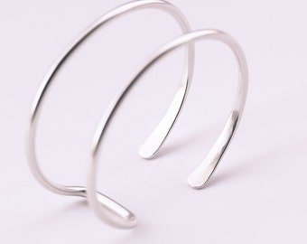 "Silver wire cuff, streamlined sterling silver bracelet handmade of sturdy wire formed into a prong shape - ""Small Hammered Tail Cuff"""