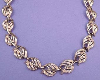 Vintage NAPIER Gold Leaf Necklace / Leaf Necklace /  Chain Necklace / Signed