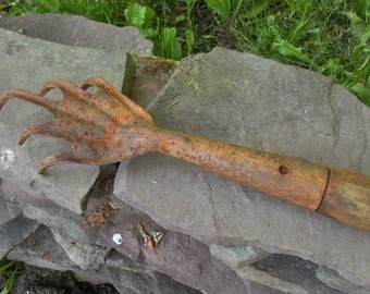 Vintage Primitive Rusty Garden Claw Tool