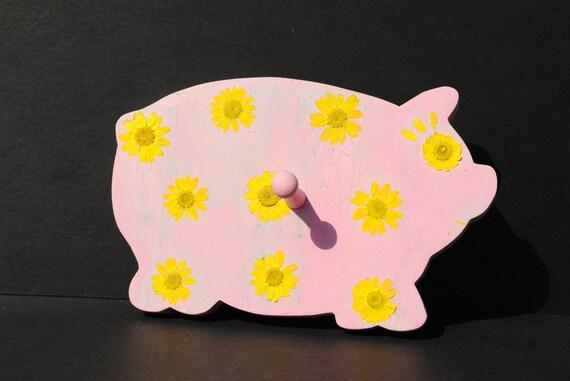 Pink Piggy Hook w/ Daisies