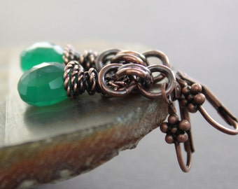 Luxurious emerald green copper earrings with faceted briolette onyx stones on chainmaille dangles - Chainmaille earrings - ER079