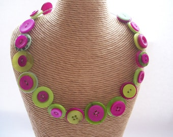 BUTTON Necklace - Pink and GREEN-  MEMORY wire necklace