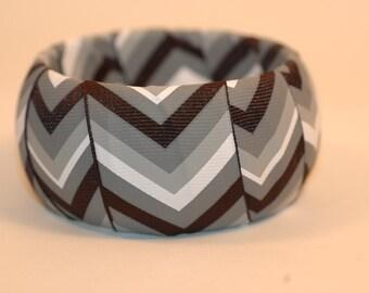 Black and White Chevron pattern Bangle , chevron bangle