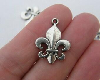 8 Fleur de lis charms antique silver tone WT2