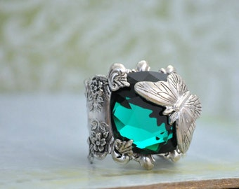 Victorian vintage style antiqued silver ring - BUTTERFLY IN MOTION - butterfly and Swarovski Emerald green glass cab ring