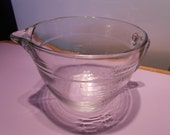 Pampered Chef glass 8 cup or 2 quart mix & pour batter bowl