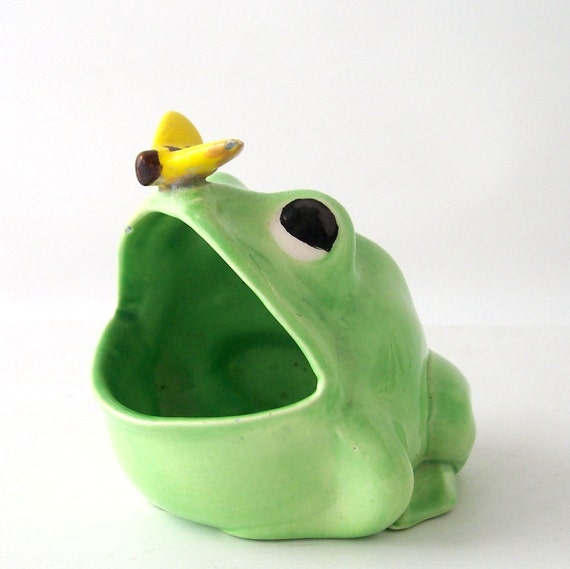 Vintage frog and butterfly sink scrubbie by recyclebuyvintage - Frog sponge holder kitchen sink ...