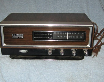 "1970's Zenith Model K421W AM/FM Radio - Featuring Circle of Sound ""Totally Boss"" works good"