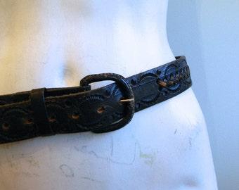 vintage. 60s 70s Black Leather Tooled Belt / S M