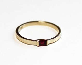 Ruby Baguette Stacking Ring (14K yellow gold)