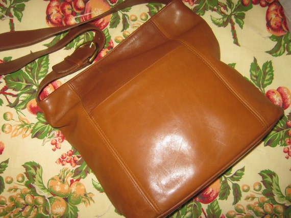 Vintage Coach Soho 4169 British Tan Leather Shoulderbag Tote Rustic  Hippie Shabby Chic Hobo Style/FREE HANDBAG COVER Included