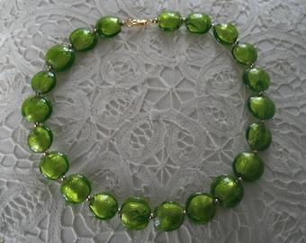 Vintage Emerald GREEN LAMPWORK Round Disc Gold Foil Glass Choker Necklace
