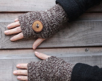 Handknit mittens in eco wool in driftwood with wooden button