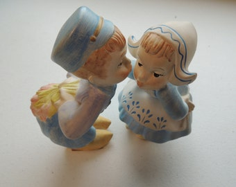 vintage ceramic, 70s, kissing dutch children, hand painted craft set of 2