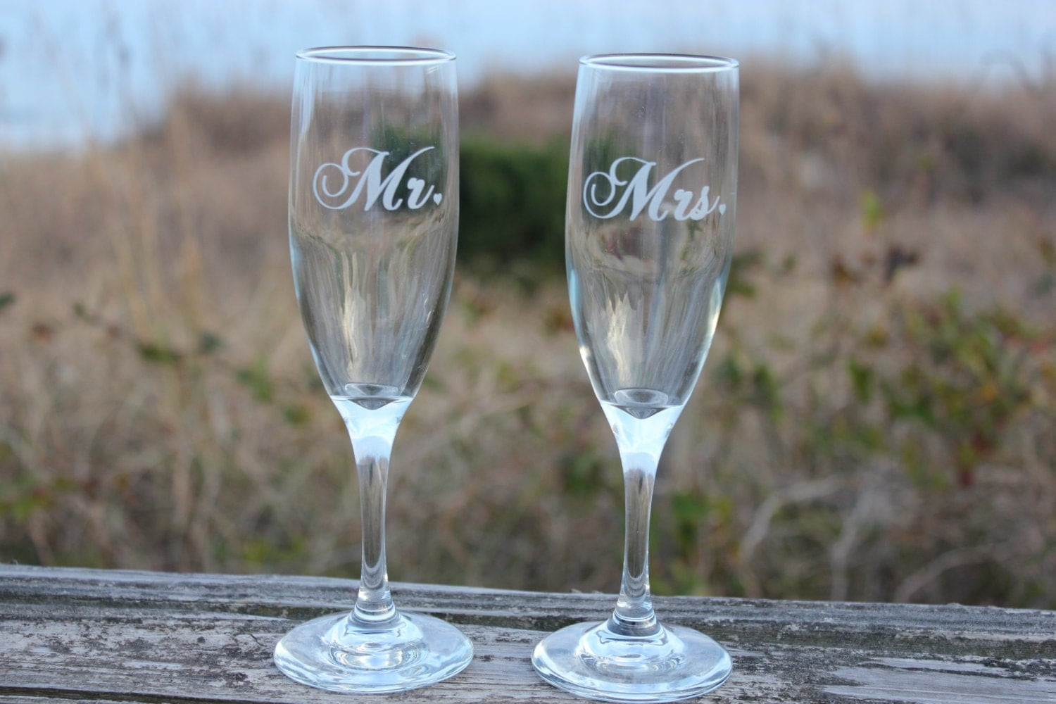 Wedding Present Champagne Glasses : Wedding Toasting Flutes Champagne Flutes Mr Mrs with heart