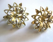 Vintage Signed SARAH COVENTRY Floral Clip On Earrings Golden Spring Flowers