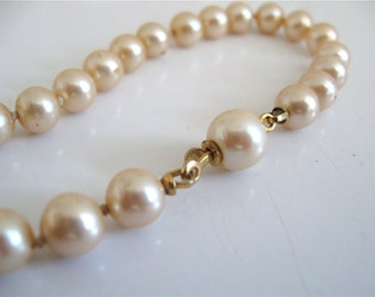Vintage Pearl Bracelet Hidden Hand In Glove Clasp Single Strand French Vanilla Color