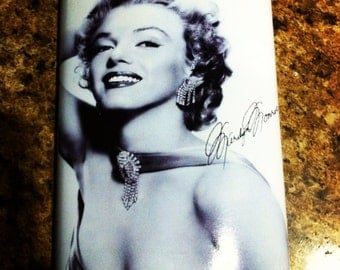 Marilyn Monroe pin up 8 oz stainless steel flask