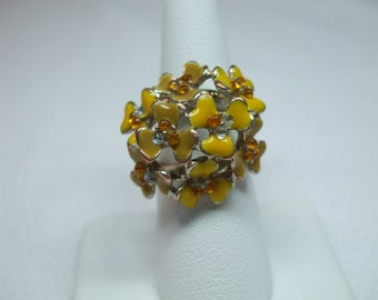 Vintage Huge enamel yellow and goldtone rhinestones size 7