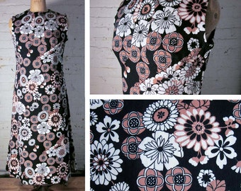 SALE! Vintage Barkcloth Sleeveless Dress:  Bold Black, White and Taupe Hawaiian Floral Dress Mod Midi 60s M L