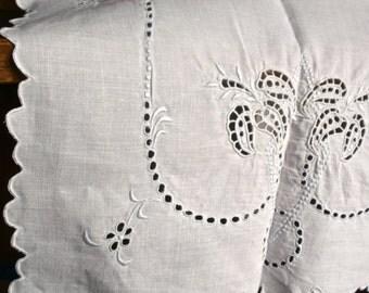 Vintage Doily Mat, Embroidered Cotton Cloth, White Tray Linen, Cottage Decor. Kitchen Linen