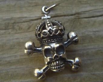 Medieval skull and crossbones pendant in sterling silver