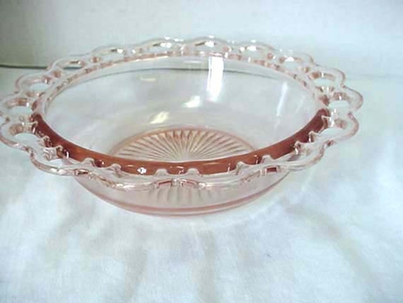 Scalloped or Lattice Rim Pink Depression Glass Serving Bowl 1930s Home and Garden Kitchen and Dining Serve Ware Tableware Bowls Serving Bowl