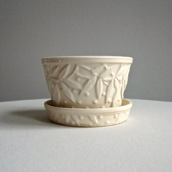 Vintage Mccoy Pottery Flower Pot Cream Leaf And Dot Design