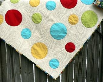 Modern circle applique baby quilt