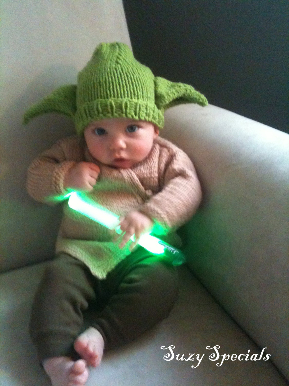 pics for baby yoda costume. Black Bedroom Furniture Sets. Home Design Ideas