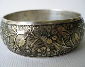 Vintage Etched Silvertone Flower Bangle