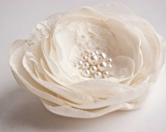 Lace wedding headpiece - Wedding hair flower - Ivory bridal flower clip - Wedding hair accessories - Flower hair clip