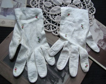"Gloves SALE! Vintage Ivory Kid Skin Wrist Gloves 8"" Long (G29)"